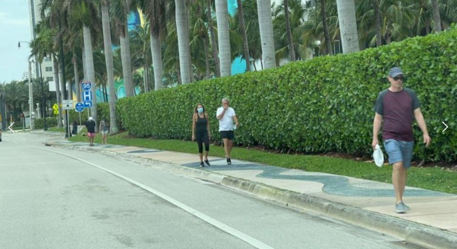 Ex funcionario público disfruta de una larga estadía en Miami