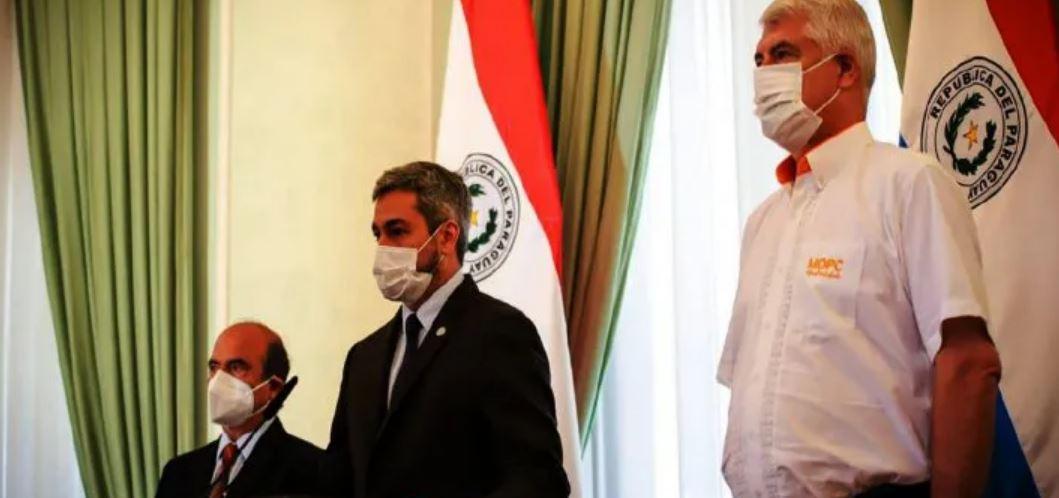 Marito está aislado tras contacto con ministro de salud con Covid