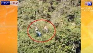 Video: Trabajador cae al vacío y adolescente queda colgado por minutos