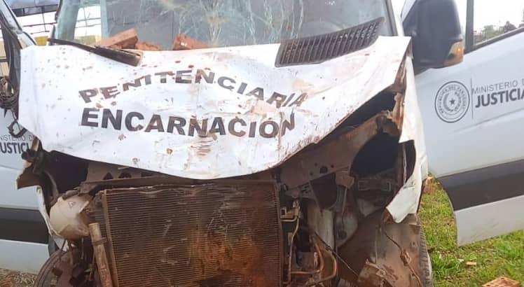 Un fallecido tras accidente que involucró a móvil de traslado de internos
