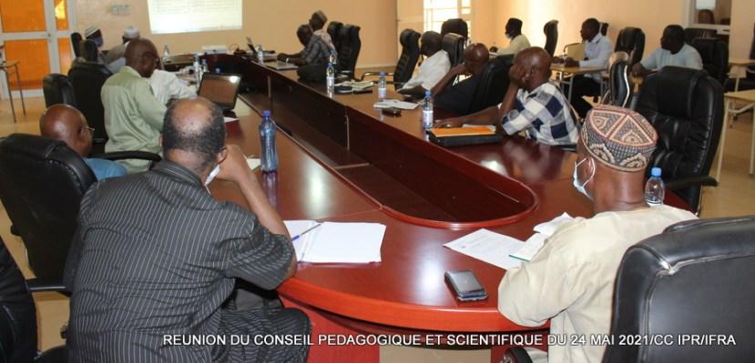 Les membres du CPS en pleine reunion