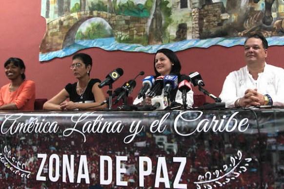 Conferencia de prensa de la delegación cubana que asiste a los Foros paralelos de la Cumbre de las Américas, en Panamá.