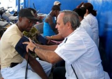 El salario del personal de salud casi se triplicó el año pasado, bajo el criterio de que la exportación de servicios médicos es la primera fuente cubana de moneda dura.