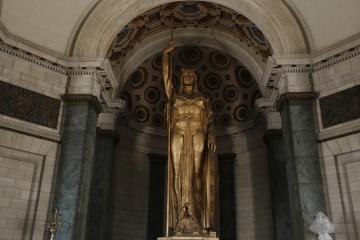 La Estatua de la República es la tercera más grande del mundo bajo techo.