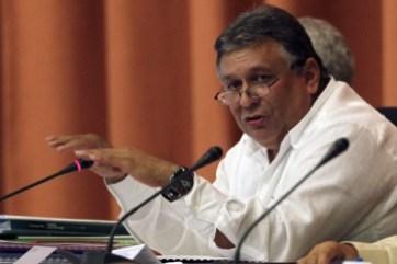 Después de informar que la economía cubana creció cuatro por ciento en 2015, el ministro de Economía Marino Murillo anunció una nueva desaceleración para el actual año.