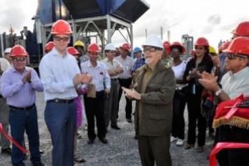 La inauguración de plantas eléctricas en dos polos industriales de Cuba, en Moa y en los yacimientos petroleros al este de La Habana, reafirmó la energía como prioridad de las inversiones.