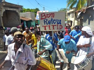 Fanmi Lavalas march for Aristide's return descends from Bel-air on Feb. 18. / Credit:Ansel Herz/IPS