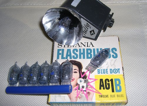 AG1B_flashbulbs_with_packaging