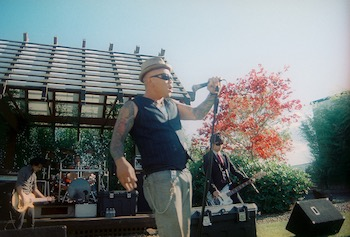 """""""Slants at Sakeone 2010-5"""" by Tony Roberts. Licensed under CC BY-ND 2.0."""