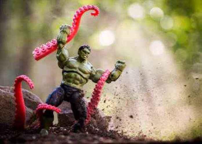 Fotograful care aduce jucăriile la viață - SpiderHulkman