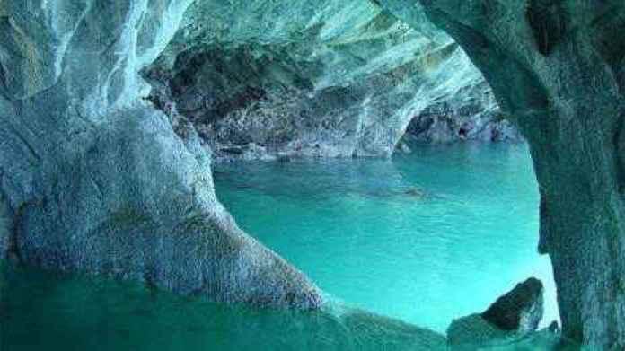 Peștera cu lac verde smarald - una din minunile României