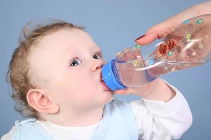 NU este bine să refolosiți sticlele de apă