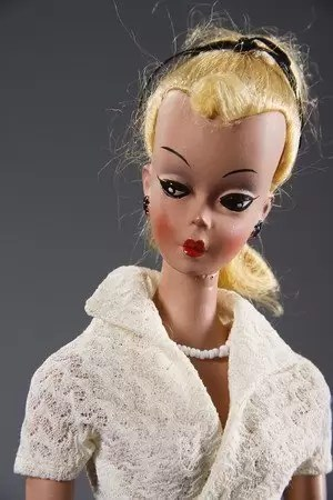 prima păpușă barbie