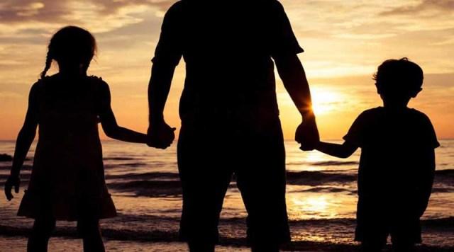 Δικαστήρια ξεκίνησαν να δίνουν την επιμέλεια παιδιών σε πατεράδες ...