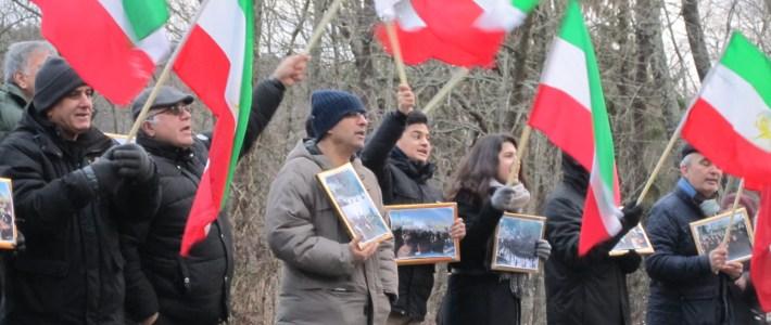 Stöd till folkliga demonstrationer i Iran utanför Iranska Ambassaden i Lidingö