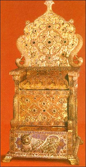 https://i0.wp.com/www.iranchamber.com/museum/royal_jewels/images/14_naderi_throne.jpg