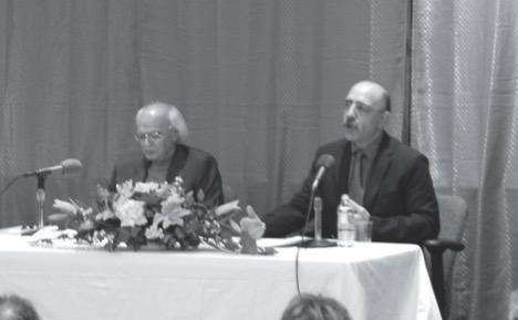رضا قنادان (چپ) و سعید یوسف (راست)، در مراسم بزرگداشت اسماعیل خویی، واشینگتن، 2008م