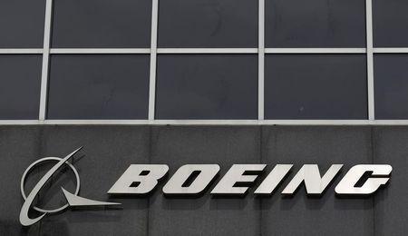 شعار بوينج على مقر الشركة في ولاية شيكاجو الأمريكية - أرشيف رويترز