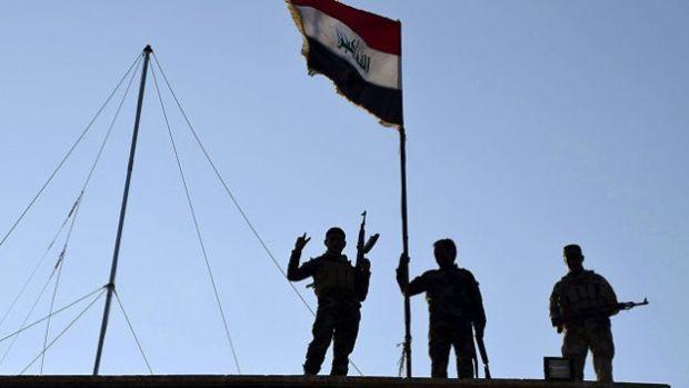 عاجل.. عناصر داعش بالقيارة تفر وتحلق الذقون مع تقدم القوات العراقية