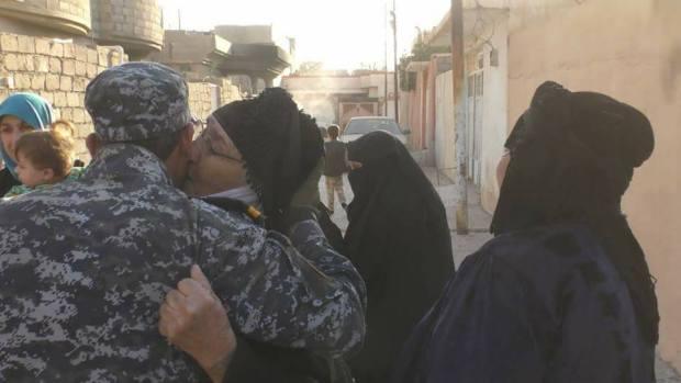 سكان الموصل يرحبون بالقوات المسلحة بشكل كبير