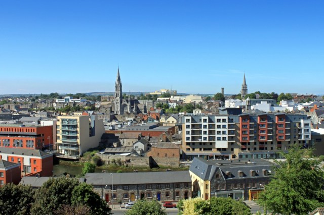 https://i0.wp.com/www.ireland-now.com/ireland-photos/boyne-valley-a-hidden-gem-in-ireland-a-townscape-view-of-drogheda-county-louth-394-.jpg?resize=640%2C426