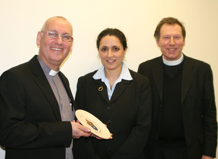 Archdeacon Stephen McBride and Canon John Mann present a Connor plate to Deputy Israeli Ambassador to Ireland, Ms Ruth Zack