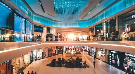 un centre commercial voué à la consommation