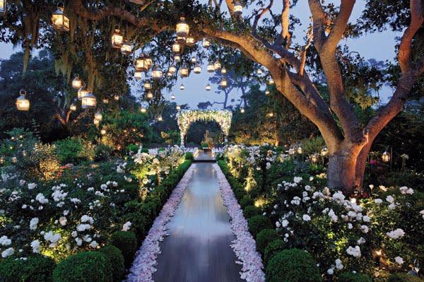 created-by-preston-bailey-inspiration-design-preston-bailey-flowers-garden-with-lanterns-0