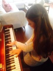Mijn dochter Fiorella aan de piano.