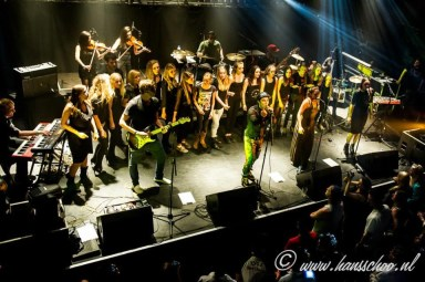 Leerlingen die zangles volgen in Amstelveen bij Irene de Raadt zingen met 3rd Floor Magic kleur