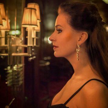 Zangeres Irene de Raadt singer vocalist online vocal lessons zangles amstelveen amsterdam kleur zij