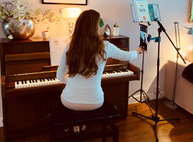 ONLINE ZANGLES EN PIANOLES