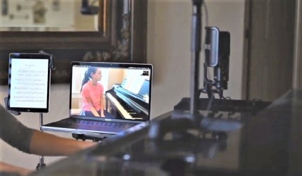 Online pianoles setup laptop