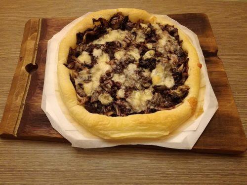 Pizza di sfoglia con radicchio e raspadura di Bella Lodi