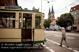 Sudenburger Straßenfest- historische Straßenbahn