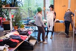 Klamotten-Karussell im HOT Alte-Bude Buckau