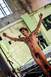 "Olo Bianco:  Soloperformance ""Altar"" des Brasilianers  Tizo All"