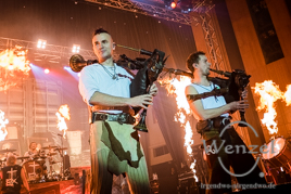 In Extremo rocken Magdeburger Stadthalle - es liegt Benzin in der Luft