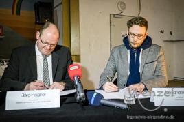 Jörg Felgner (l.) und Alexander Biess bei der Unterzeichnung des Nutzungsvertrags