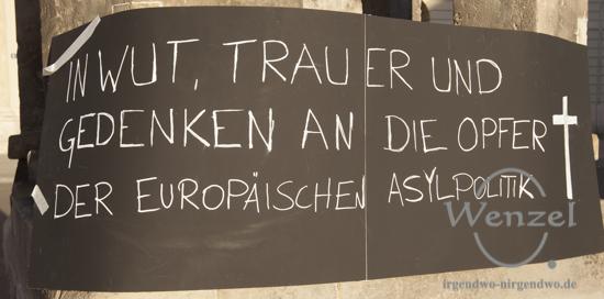 Magdeburger halten Mahnwache für die Toten der Flüchtlingskatastrophe