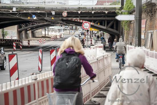 Unterführung am Hauptbahnhof: Fahrradfahrer und Fußgänger kommen sich nahe –  Vorsicht und Rücksichtnahme sind angesagt