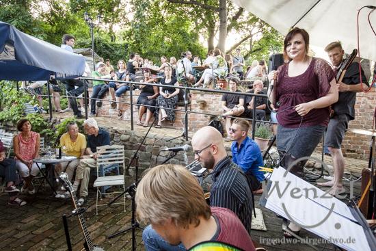 Kultur unterm Baum - Kelso Lane spielt beim Weinkontor Reblaus