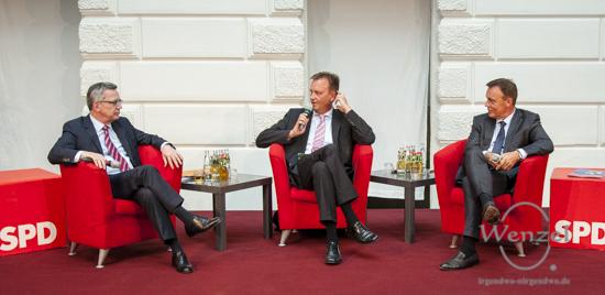 Lischka trifft: Bundesinnenminister Thomas de Maizière (l.) und Thomas Oppermann (r.), Vorsitzender der SPD-Bundestagsfraktion