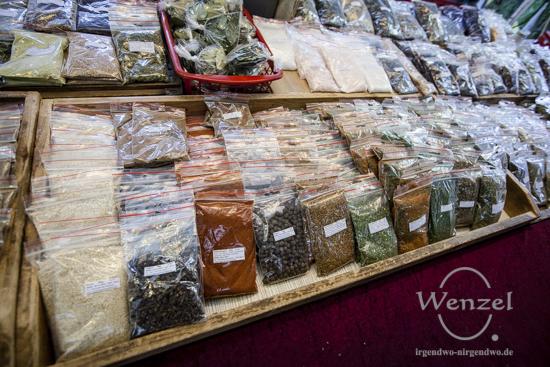 """Exotische Düfte liegen in der Luft - """"Türkischer Markt"""" am Maybachufer in Berlin"""