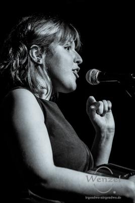 Lucy Ward - starke Stimme & leise Töne im Volksbad Buckau