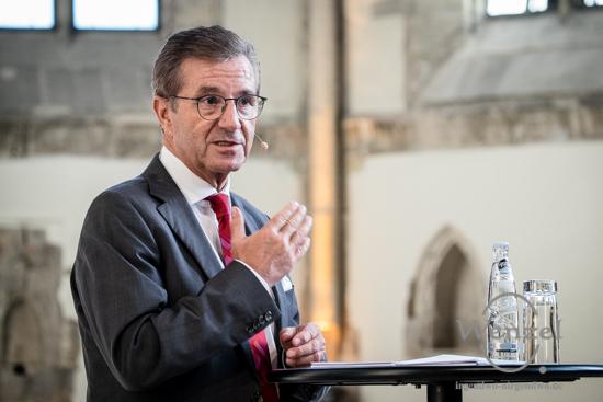 Moderator des Wahlforums: Mister-Tagesschau, Jan Hofer