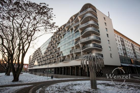 Prämonstratenserberg - futuristische Fassade - Blickwinkel Magdeburg
