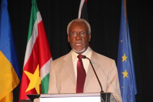 Former PM urges Jamaicans to protect projects from violence