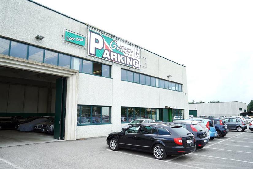 esterno del parcheggio parcheggiare a malpensa