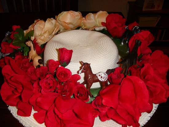 Red Rose Derby Hat with Horses